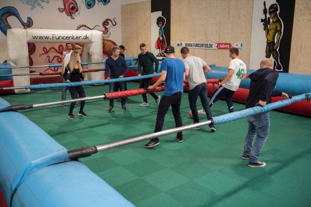 Human Football Table i en af vores Eventhaller