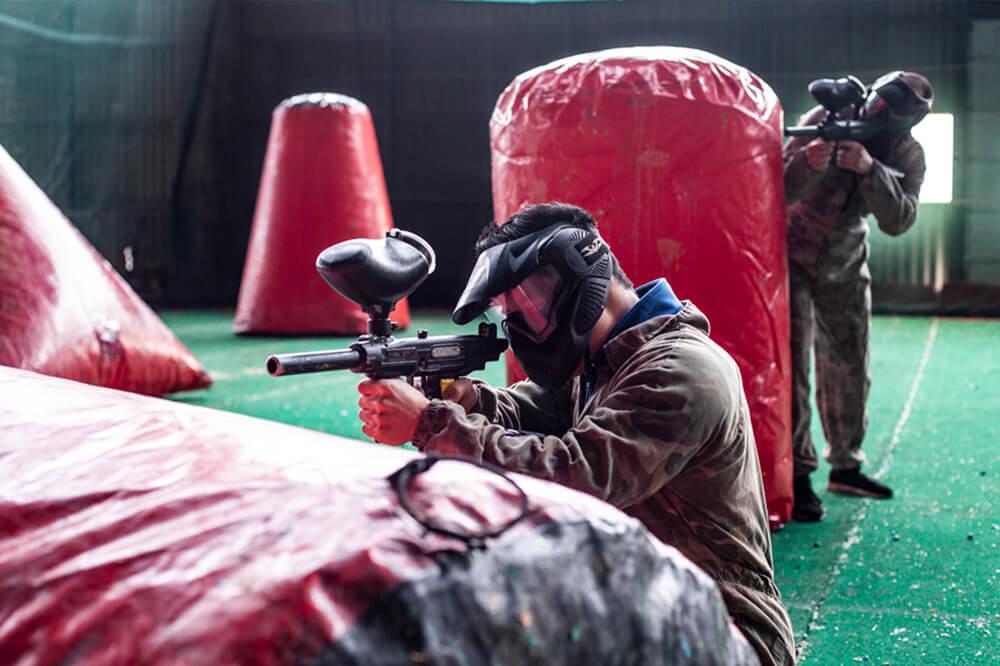 Skyder skarpt med paintball