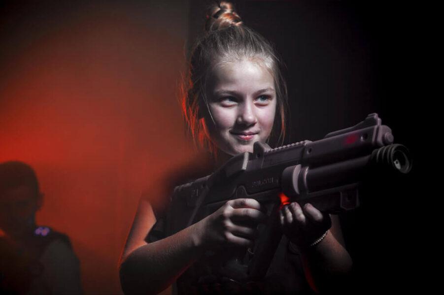 pige til lasergame sidsteskoledag